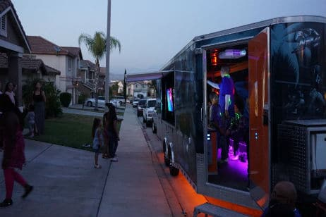 new-age-gaming-game-truck-exterior-2-1